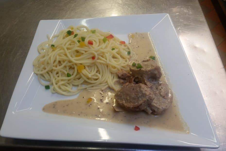 Mignon de porc-sauce poivre-spaguetti brunoise de poivrons